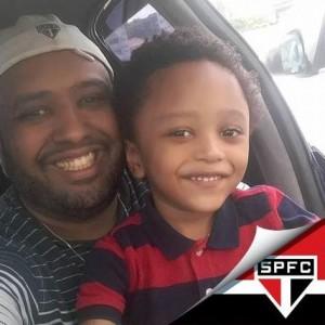 Carlos Alves, 38 anos, jornalista,pai do Gabriel e pagodeiro/sambista.