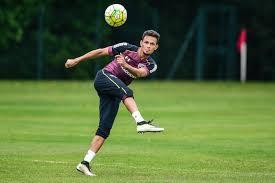 Volante Artur é um dos jovens que buscam jogos na equipe principal
